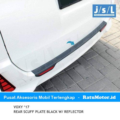 Sill Plate Belakang VOXY 2017 Plastik Hitam + Reflektor