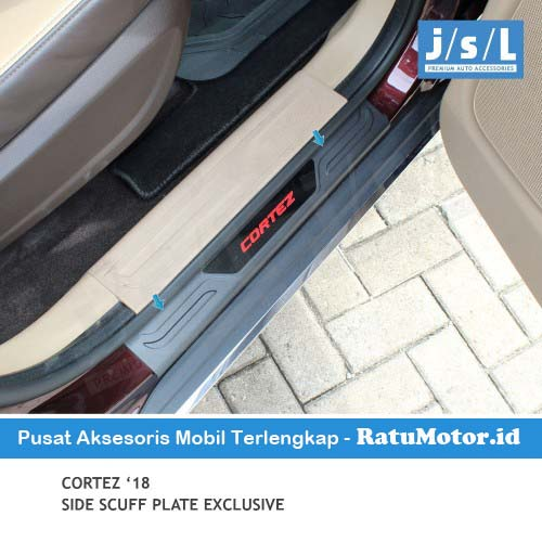 Sill Plate Samping Wuling CORTEZ 2018-2020 Model Exclusive Hitam Huruf Merah